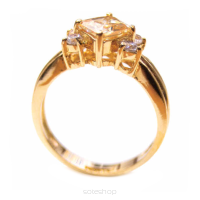 Gold ring with diamond